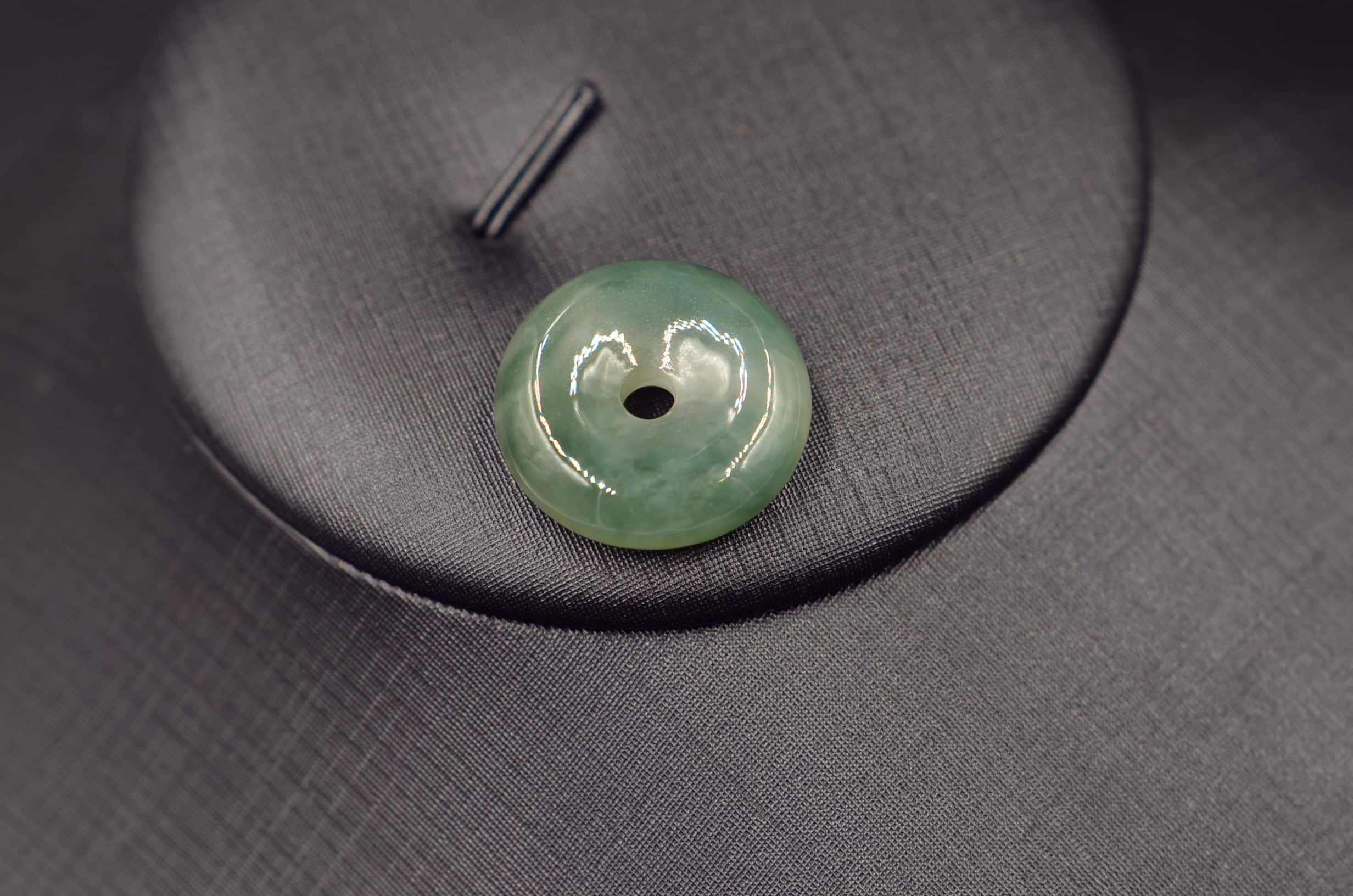 100/% China natural  hand engraving jade round  buckle pendant with