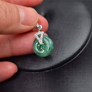 Circle Donuts Amulet Pendant silver holder green necklace