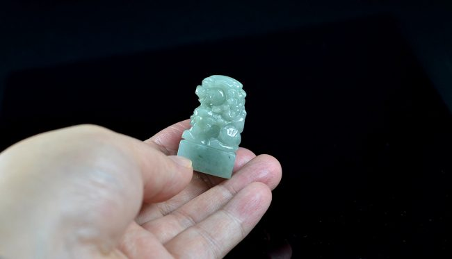 Green jade Chinese guardian lions seal foo dog statue 10102004