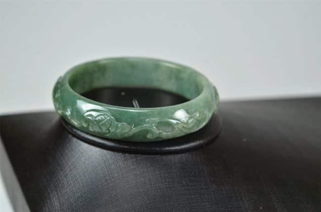 Carved Green Jadeite Old Jade Bangle with Ruyi 03072036 57mm